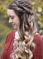 Entdecken Sie weitere Möglichkeiten, wie Sie Ihre Haare für Ihren nächsten Abschlussball oder Festzug stylen können! #haar #frisur #wettbewerb #prom #curlyhair