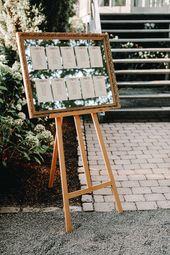 Tischplan Vintage im alten, goldenen Vintage-Bidlerrahmen – gesehen bei www.frauimmer-her… l #hochzeitvintage #hochzeitsdeko l Sitzplan Vintage l Ti…