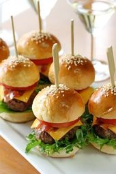 Mini American Cheeseburger with Pickle – 45 pieces per tray