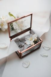 Individually labeled Ringbox made of glass copper