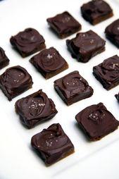 Gesalzene Karamellen der dunklen Schokolade