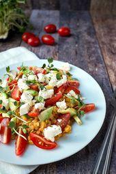 20-Minuten Linsen-Avocado-Salat mit Tomate & Feta – Rezepte: Salate