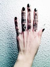 145+ dessins de tatouage au doigt mignons et discrets   – Tattoo Ideen