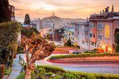Fototapete »Lombard Street in San Francisco«, Vlies, 7 Bahnen, 350 x 260 cm