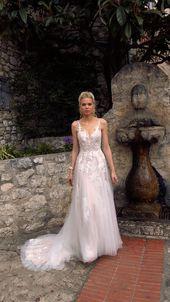 Den vackra H A L A N I-klänningen av Madi Lane Bridal | stilnummer: ML2719