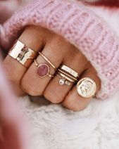 Assoziationsringe aus Gold und rosa Steinen, Schmucksüchtige, Schmuckblogger, Schmuck