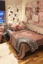 Gezellige tiener slaapkamer met een hoogslaper. Hebt u ideeën voor tienermeisjes nodig voor meisjes? C …