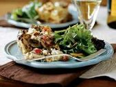 Pilz, gebratener roter Pfeffer und Ziegenkäse-Brot-Pudding   – Casseroles