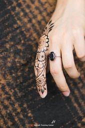 تصميم الحناء هذا للإصبع تصميم بسيط جميل للحناء تطبيق هذا الحناء بسهولة على يدك Mehndi Designs For Fingers Mehndi Designs Finger