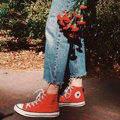 Neue Frauen Mode Ideen 2019 #pinterestfashion Rote Schuhe   beunruhigte Jeans   … – Come