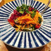 Unser erstes Abendessen in Istanbul.  Gemischter Salat mit Orangendressing l Lam… – Foods