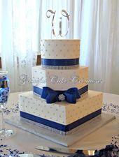 Elegante weiße Buttercreme-Hochzeitstorte mit Marineblau und Bling Band   – Wedding cakes