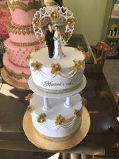 Klassische Hochzeitstorte. #Paar #Goldrosen #Klassiker #Hochzeit #Hochzeitstorte