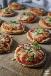Diese Mini Pizzen aus Quark-Öl Teig sind super luftig und ganz schnell selbst g…