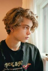 The last curly hairstyles for men