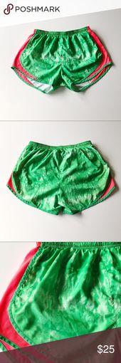 Nike Dri Fit Green Tie Dye-Laufshorts Diese Shorts sind von Nike. Sie sind gr …   – My Posh Picks