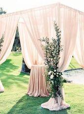 Elegante Hochzeit im Freien Elegante Hochzeitszeremonie im Freien – drapierte …   – Wedding Ceremony Decor