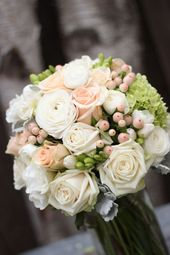 Wedding Flowers – Bridal bouquet with vintage tones of apricot and creams, …, …  – Hochzeitsblumen