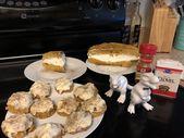Kürbis-Gewürz-Torte gefüllt mit hausgemachten geschlagenen Kürbisplätzchen mit …