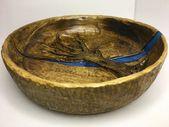 Handgeschnitzte Holzschale mit Epoxy River, hergestellt aus Kirschholz, ein einzigartiges Geschenk   – Wooden bowls