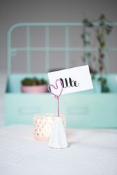 DIY upcycling photo holder made of egg carton – #valentinstaggeschenk