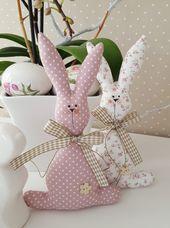 Lapin de Pâques – Couple de lapins de Pâques dans une décoration de style champêtre – un produit …   – Arte com tecido