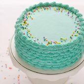 Blaue Funfetti-Geburtstagstorte mit paspelierten Muschelseiten – Vanille-Funfetti-Torte …