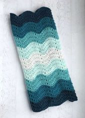 Baby Blanket Can't you see this gorgeous crochet baby blanket in all sorts of color combinati...