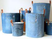 SET bestehend aus 2 Aufbewahrungstaschen aus recyceltem Denim-Canvas mit einem frischen, weißen, blauen Blumenfutter und einem Lederband sowie einer Jeans-Spielzeugtasche