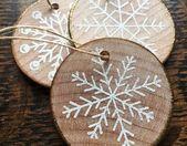 35 Bastelideen mit Holzscheiben: Weihnachten kreativ und naturnah dekorieren   – Weihnachten
