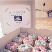 Schwanger, Donuts, Baby, Bauch, Ankündigung für Kollegen. Schauen Sie sich 'Bon & … …   – Baby Announcements