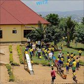 Unser BILD DES MONATS Juli kommt aus Ntarama in Ruanda und zeigt dies Terrain je