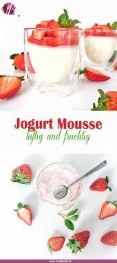 Luftiges Jogurt Mousse mit Erdbeeren | Food-Blog Schweiz | foodwerk.ch
