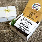 Personalisierte Schwangerschaft Baby Ankündigung Onesie® in einer Geschenkbox für Eltern Großeltern Oma Opa Abuela Abuelo   – Pregnancy/baby