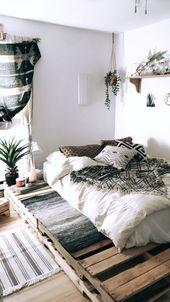 Une chambre cocooning / ethnique dont le lit a ét…