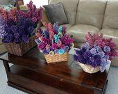 Fleurs de cône de pin, printemps. Pommes de pin peintes sur des tiges de bois de 12 pouces. Une douzaine. Bouquet, de la mère   – making flowers