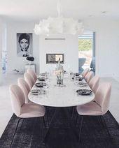 Verliebt in das Haus von @charlottejardfors – wie schön sind diese Dini  – Stuh…