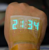 A team of scientists from Nanjing University and Lanzhou University of Technology has developed a stretchable light-emitting device that operates at l…