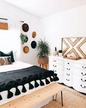 Dieses Schlafzimmer kombiniert die coole Kombination aus Schwarz und Weiß mit …   – Decor • Bedroom