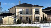 Exklusive Walmdachvilla mit Rückgabe, Erweiterung, Garagen mit Walmdach und Hauseingang …   – My home is my castle