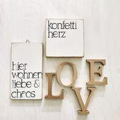 """Holzschild bestempelt """"Hier wohnen Liebe & Chaos"""" 10x18cm"""