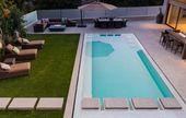 rechteckiger Pool, Terrasse und Rasenteppich