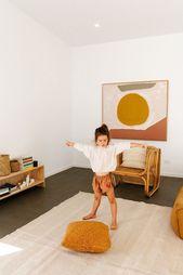 Ein flippiges, minimalistisches Kinderzimmer. Viel Glück, es so ordentlich zu halten!