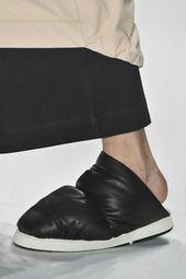 5b9bd2b96 Mule Osklen Bico Fino Preto | Shoes | Shoes, Sneakers e Slip on