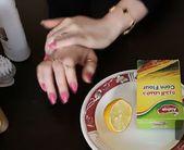 روتين العناية باليدين تبييض اليدين تفتيح اليدين تفتيح الايد بالليمون تفتيح الايدين بالنشا والليمون الليمون والنذا لتفتيح اليدين الليم Food Breakfast