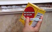 Use bicarbonato de sodio para limpiar los rieles sucios de las ventanas.