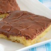 Einfacher und köstlicher weißer Blatt-Kuchen mit dem Schokoladen-Bereifen. Ein Muss, um …   – bert