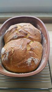 Leckeres Zwillings-Brot mit Schmand im Römertopf