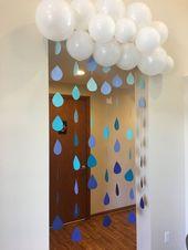 Jeune bébé douche. Des nuages. Des ballons. Gouttes de pluie. Bleu. Blanc.   – Baby Dusche Ideen