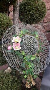 Hasendrahthut…..schöne Deko im Garten by myrna